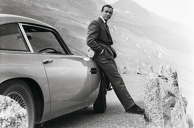 Réplicas do carro de James Bond com efeitos especiais serão vendidas por R$ 13 milhões