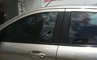 Tiros atingiram o motorista no ombro