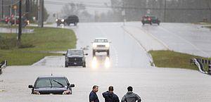 Sobe para 11 o número de mortos em decorrência de furacão nos EUA