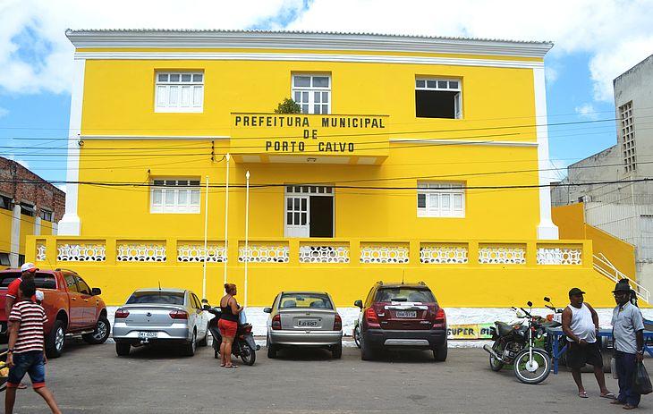 Edital tem cargos de níveis fundamental, médio e superior. Município oferece salários que chegam a R$ 4 mil.