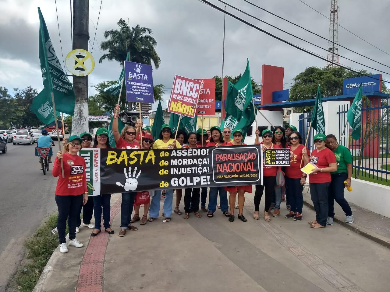 Protestantes vão seguir em passeata até o Centro