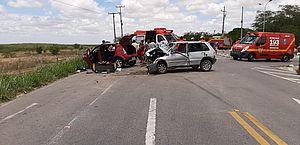 Vídeo: acidente com dois carros e moto deixa feridos em Major Izidoro