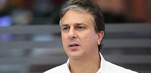 """""""Tem noites que eu não consigo nem dormir"""", diz governador do Ceará ao falar da pandemia"""