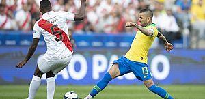 Eventual volta de Daniel Alves pode gerar mudanças no Barcelona, diz jornal