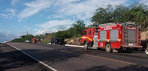 Acidente entre carros de passeio deixa ao menos três feridos na BR-423