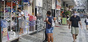 Rio tem primeiro dia útil de reabertura do comércio de rua