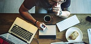 Trabalho freelancer pode ser opção para garantir renda extra nas férias