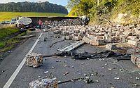 Acidente entre caminhão e carreta deixa BR-101 interditada nesta manhã, em Palmares