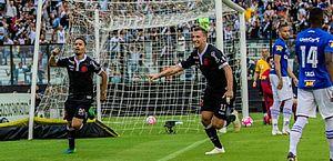 Vasco faz a lição de casa em tarde de Maxi López e bate Cruzeiro por 2 a 0