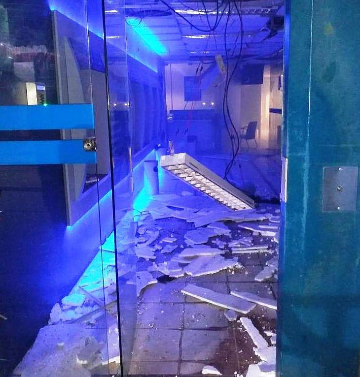 Agência da Caixa ficou parcialmente destruída