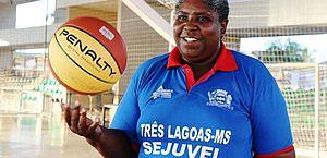 Ruth, campeã mundial de basquete com o Brasil, morre de Covid aos 52