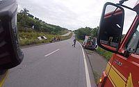 Carro capota e sai da pista em acidente na BR-101, em Flexeiras