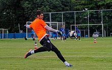 Goleiro Alexandre Cajuru em treino pelo CSA