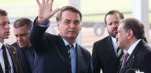 'Se tiver necessidade, a gente vai abrir concurso', garante Bolsonaro