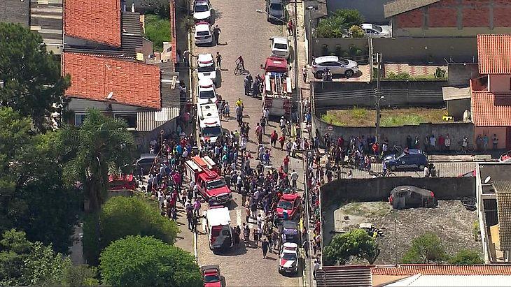 Escola foi invadida por ex-alunos que mataram 8 pessoas