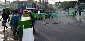 Vídeo: após apreensão de mercadoria, ambulantes bloqueiam via na Pajuçara