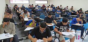 Alunos realizam o Exame Nacional do Ensino Médio (ENEM) 2018, prova obrigatória para se inscrever no ProUni