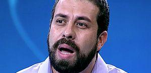 Guilherme Boulos começa a sentir sintomas da Covid-19 e médico é chamado