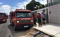 Incêndio atinge primeiro andar de casa e mobiliza bombeiros no Poço