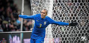 Zagueiro marca de cabeça mais uma vez e dá a vitória ao Brasil no Superclássico