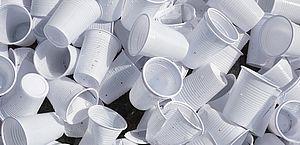 Proposta proíbe compra de copos e talheres plásticos pelo setor público