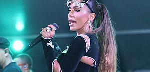 Anitta passa mal durante show e não termina apresentação no Rio