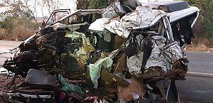 Van que se envolveu no acidente em Patos de Minas (MG) na madrugada deste domingo (20)