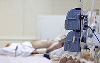 Sem leitos de UTI, pacientes esperam vaga dentro de ambulâncias em Natal