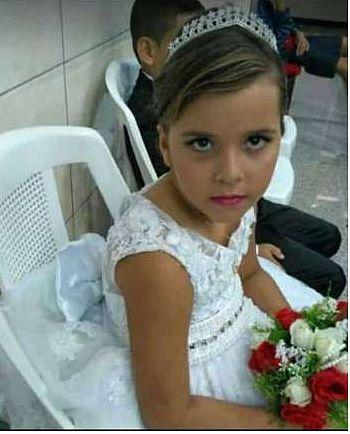 A menina foi encontrada com lesões na cabeça e em outras partes do corpo
