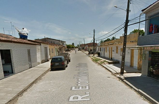 Corpo do menino foi encontrado num beco que fica na Rua Eronildes de Oliveira, no Clima Bom.