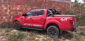 Motorista desvia de carro na contramão e bate caminhonete em muro na AL-485