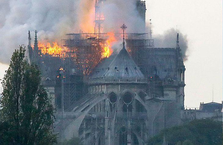 Incêndio ocorrido na Catedral de Notre-Dame, no dia 18 de abril de 2019.