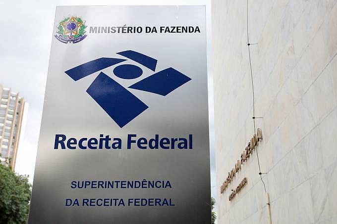 O Simples Nacional é um sistema de pagamentos simplificado de tributos para micro e pequenas empresas que faturam até 4,8 milhões de reais por ano