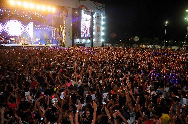 Evento reuniu milhares de pessoas no Estacionamento do Jaraguá