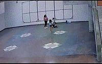 Pedido de casamento em estação do metrô em PE é flagrado por câmeras