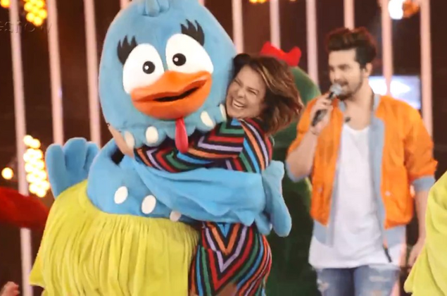 Fernanda Souza se emociona com a turma da Galinha Pintadinha