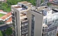 Justiça dá 24h para proprietária recolocar janelas e esquadrias em cobertura de prédio no Farol