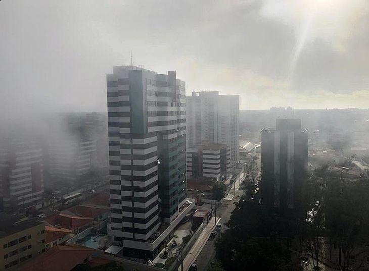 Neblina surpreendeu moradores do Farol