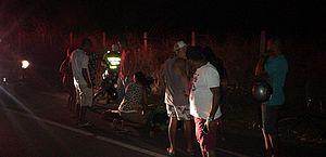 Bicicleta e cinquentinha batem lateralmente e ciclista fica ferido na AL-101 Norte
