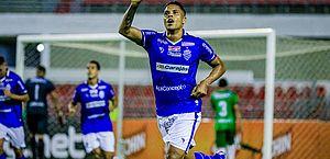 Patrick Fabiano comemora o gol da vitória sobre o Salgueiro
