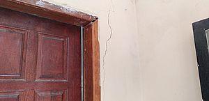 Casas com rachaduras e solo instável assustam moradores