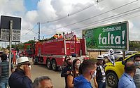 Cortejo com corpo de prefeito de Arapiraca é seguido por centenas de pessoas; veja imagens
