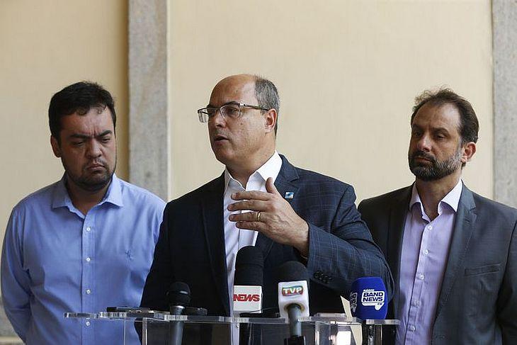 O governador do Rio de Janeiro, Wilson Witzel, fala à imprensa após reunião com secretariado no Palácio Guanabara, em Laranjeiras, zona sul da capital fluminense.