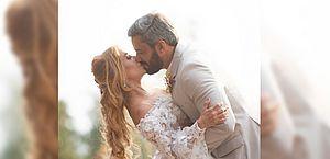 """""""Casei, gente!"""": Joelma surpreende com foto de noiva e beijo"""