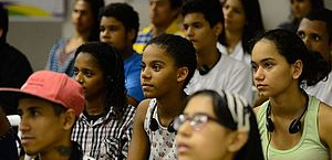 Entre as pessoas de 18 a 24 anos, houve retração de 1,3% na taxa de ocupação no trimestre móvel