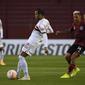 São Paulo sai na frente, mas vacila e perde para o Lanús na Argentina