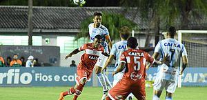 Willians Santana marca duas vezes, CRB bate o Londrina por 2 a 1 e se afasta do Z-4