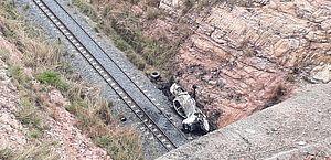Soldado morre após carro despencar de ponte e incendiar no Cariri