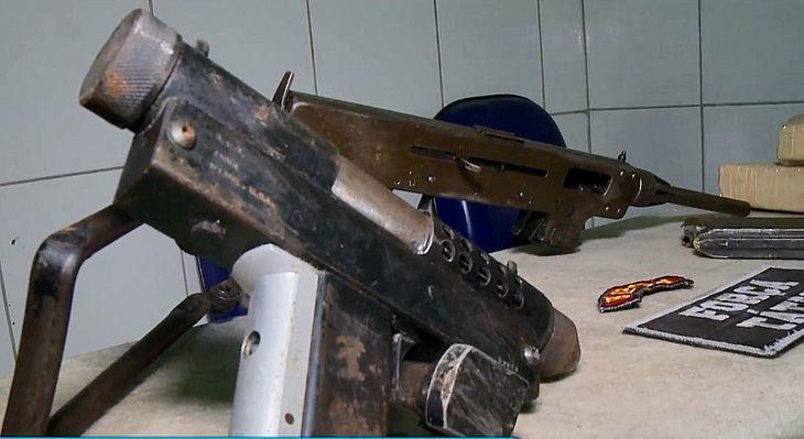 Armamento foi encontrado com carregadores e munições