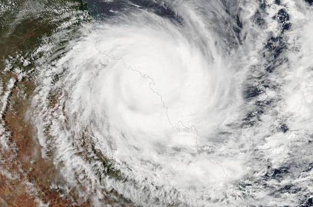 Ciclone que atingirá o Brasil vai se concentrar no oceano